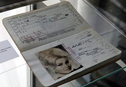 El pasaporte de la artista, por el que han pagado 3.445 euros