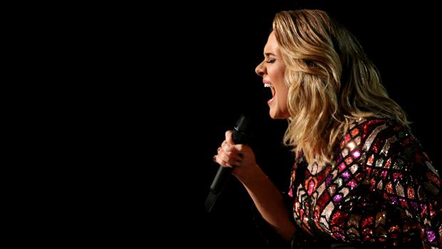 Adele en la 59 edición de los premios Grammy