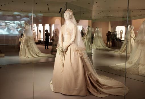 el vestido de gracia de mónaco, protagonista medio siglo después de
