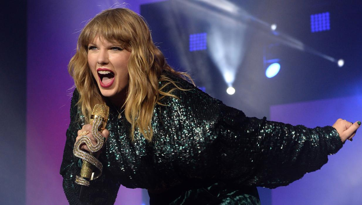 Detenido un acosador armado en la puerta de Taylor Swift
