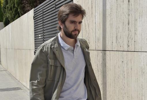 Pedro Armas llegando a casa de Alejandra Romero