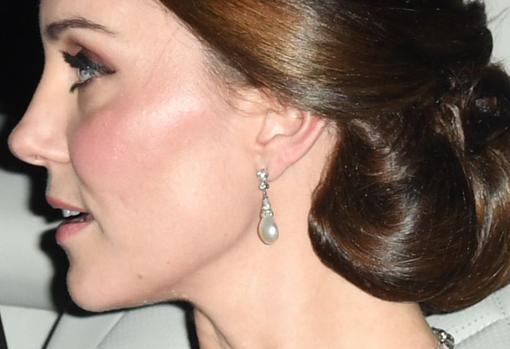 Kate Middleton liciendo los pendientes de Collingwood