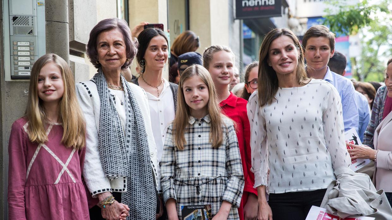 Doña Sofía y Doña Letizia acuden con la Princesa Leonor y la Infanta Sofía al musical «Billy Elliot»