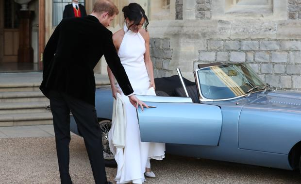 El Príncipe Harry y Meghan Markle, tras el primer convite de su boda, de camino a Frogmore House