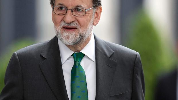 Mariano Rajoy ha elegido una corbata verde con un estampado muy original