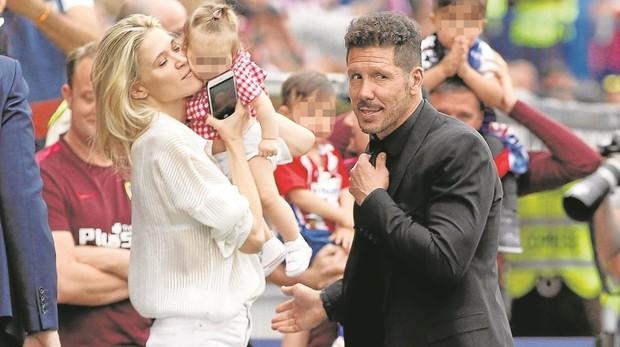 El Cholo Simeone y su mujer, Carla Pereyra, junto a su hija Francesca