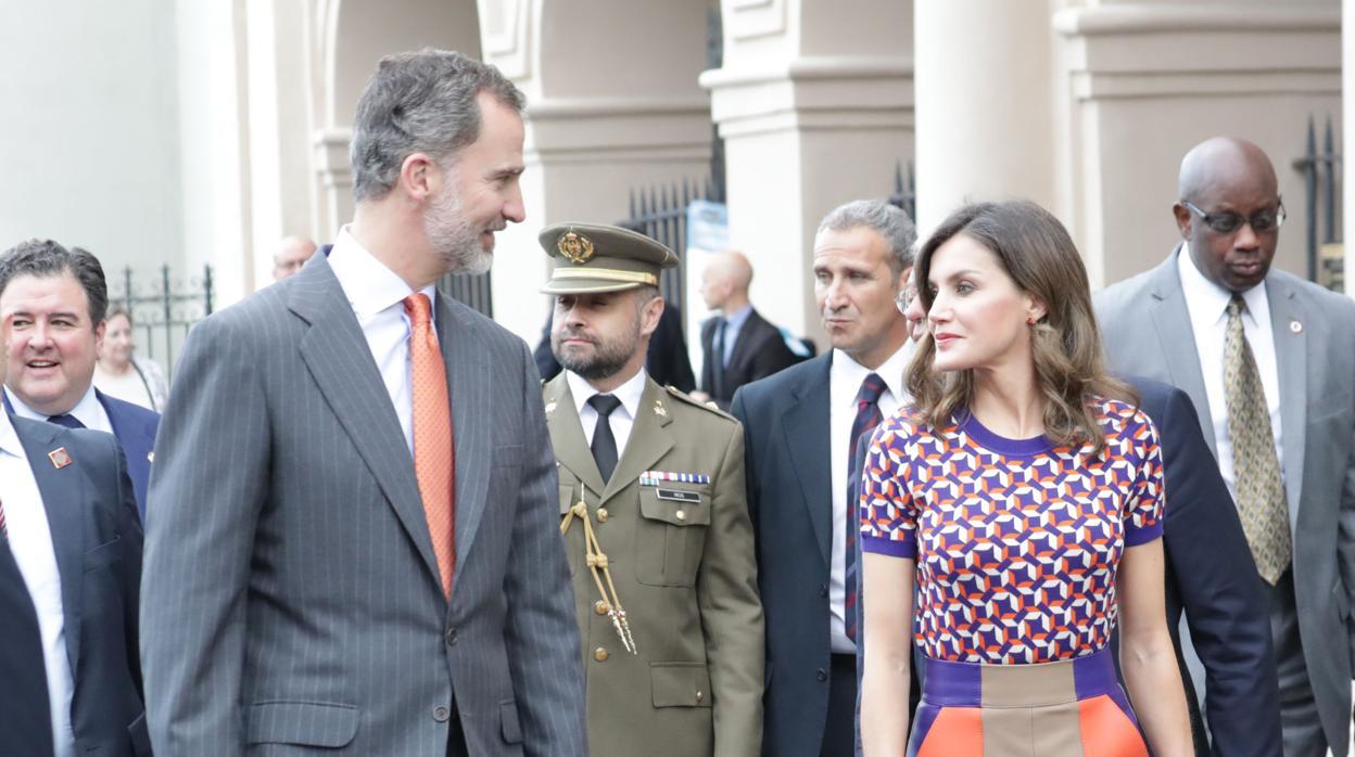 El colorido vestido de Doña Letizia para conocer Nueva Orleans
