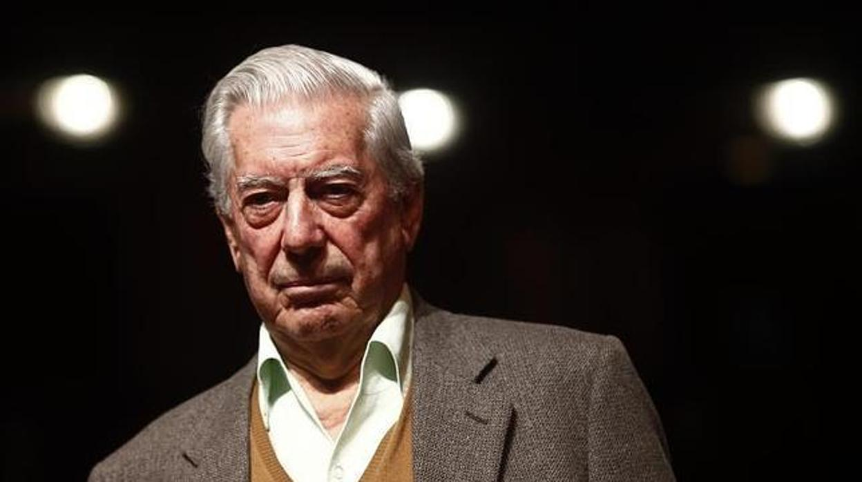 Mario Vargas Llosa, ingresado tras sufrir una caída en su domicilio