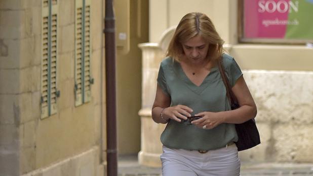 Hemeroteca: Primera imagen de la Infanta Cristina tras la entrada en prisión de Iñaki Urdangarin   Autor del artículo: Finanzas.com