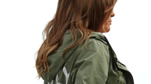 La polémica chaqueta de Zara de Melania para visitar a los niños inmigrantes: «En realidad no me importa, ¿a ti?»