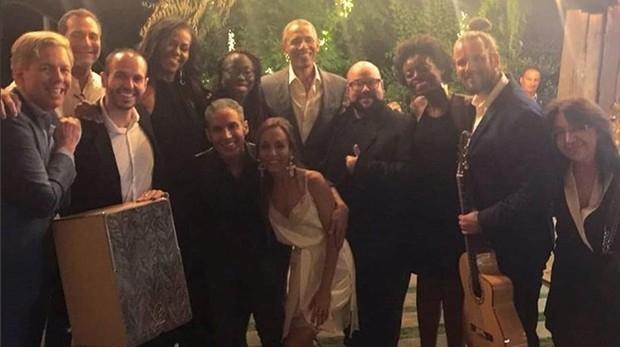 La familia Obama junto a James Costos, y su pareja, Michael Smith.