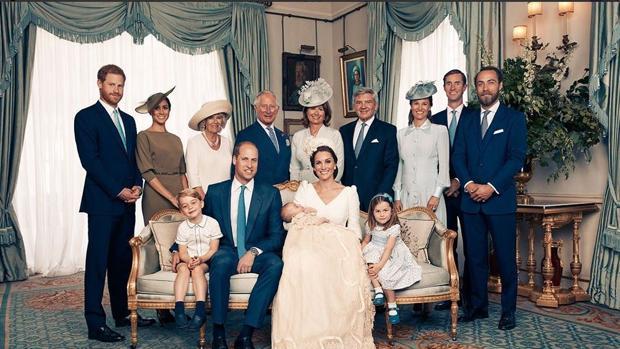 Imagen oficial del bautizo del Príncipe Luis