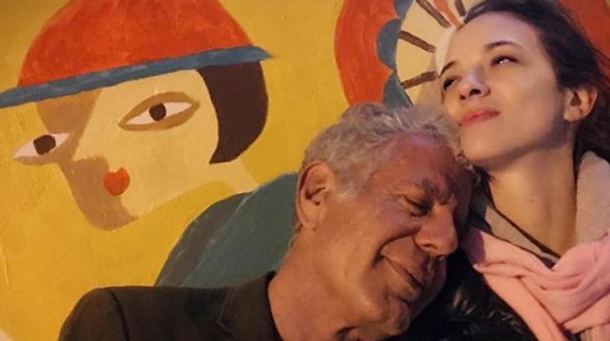 El mensaje oculto tras las fotos de Asia Argento con Anthony Bourdain en Instagram
