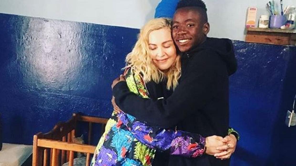 Madonna vuelve con su hijo David Banda al orfanato de Malawi donde lo adoptó