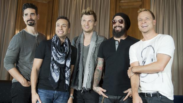 Nick Carter (centro) posa con su banda Backstreet Boys en el hotel Palace, Madrid, en 2013