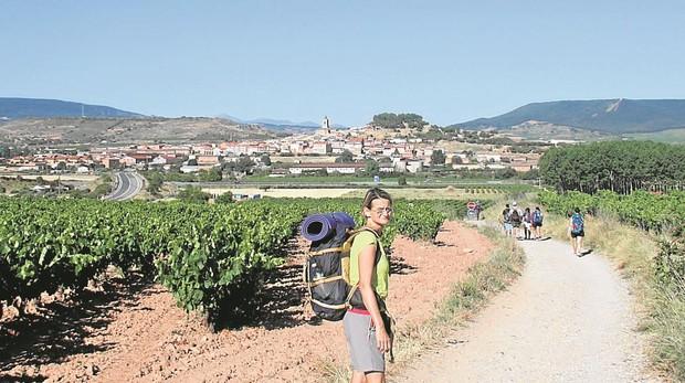 La embajadora de Hungría, durante una etapa del Camino francés
