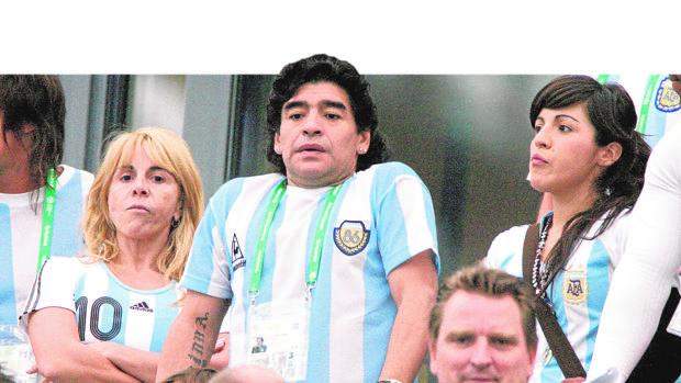 Maradona lleva a su ex ante la Justicia de EE.UU.