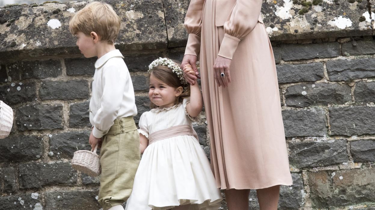 La duquesa de Cambridge vuelve a vestir a sus hijos «made in Spain»