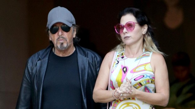 Al Pacino y Meital Dohan en West Hollywood, California