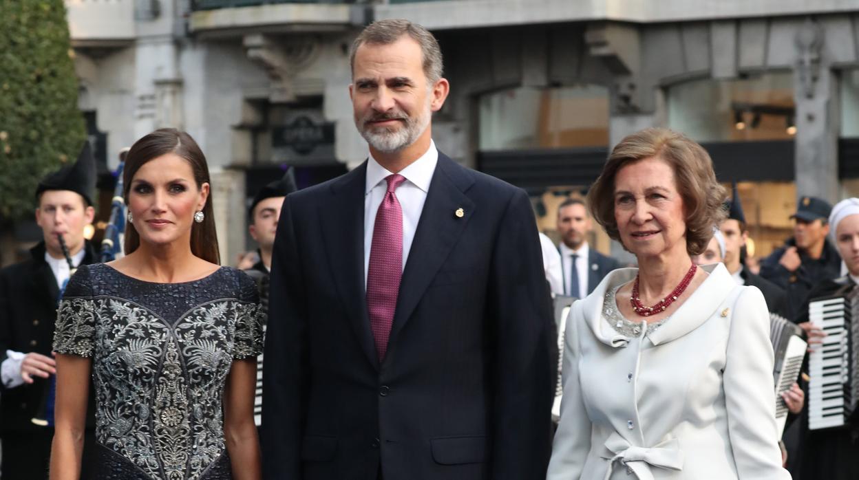 La Reina Letizia, deslumbrante en la entrega de los Premios Princesa de Asturias