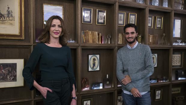 Inés Sainz y Víctor Blázquez, durante su encuentro con ABC