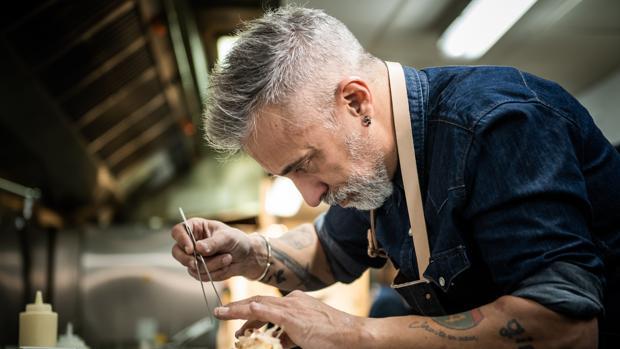 Sergi Arola, en las cocina de la sala V de Vegas en Madrid