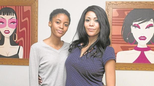 Adileusa «Dee Dee» do Rosario (dcha.), junto a su hija Erika