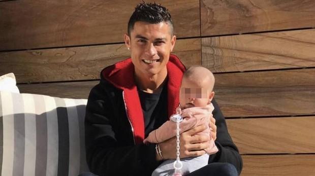 Por Que Cristiano Ronaldo No Estaba Con Su Hija Pequena En Su Primer