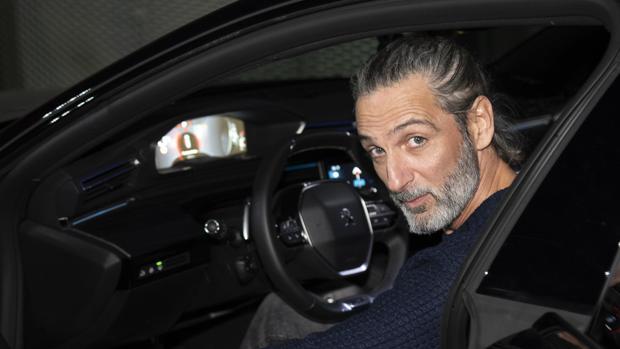 Ernesto Alterio, nuevo embajador de Puegeot, al volante del Peugeot 508