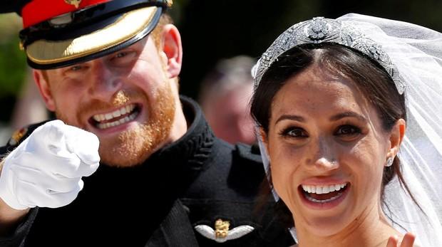 El Príncipe Harry junto a su mujer Meghan Markle, el día de su boda