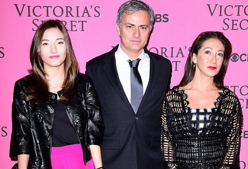 Mourinho entre su mujer y su hija