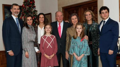 El Rey Juan Carlos rodeado de su familia