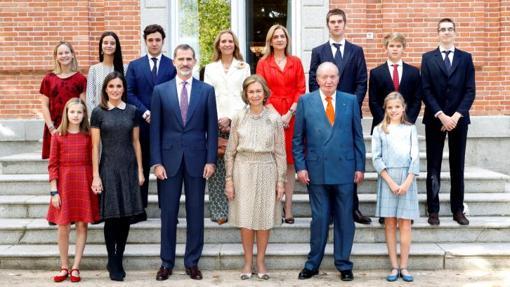 La Reina Sofía junto a sus hijos y nietos en La Zarzuela
