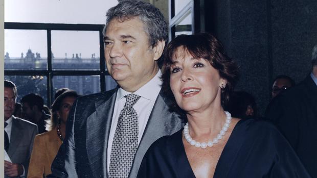 Concha Velasco y Paco Marsó, en 1999