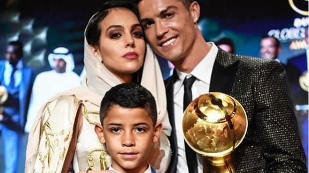 Cristiano Ronaldo con Georgina Rodríguez y su hijo