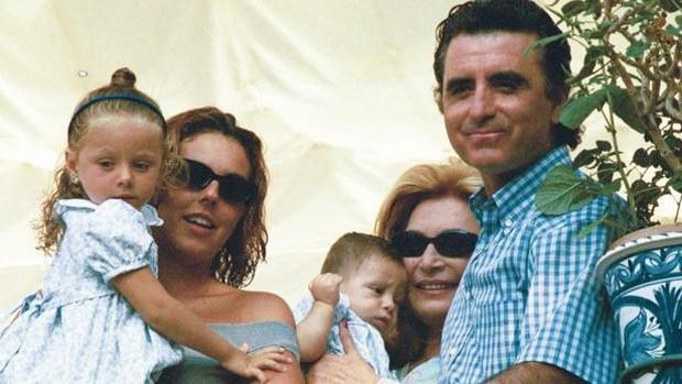 Rocío Jurado y Ortega Cano junto a Rocío Carrasco y sus dos hijos