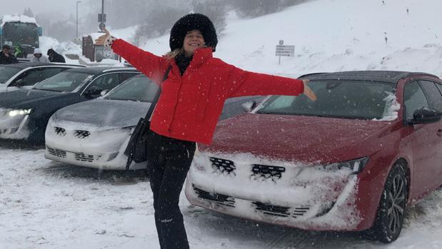 María de León, en Baqueira con el Peugeot 508 SW
