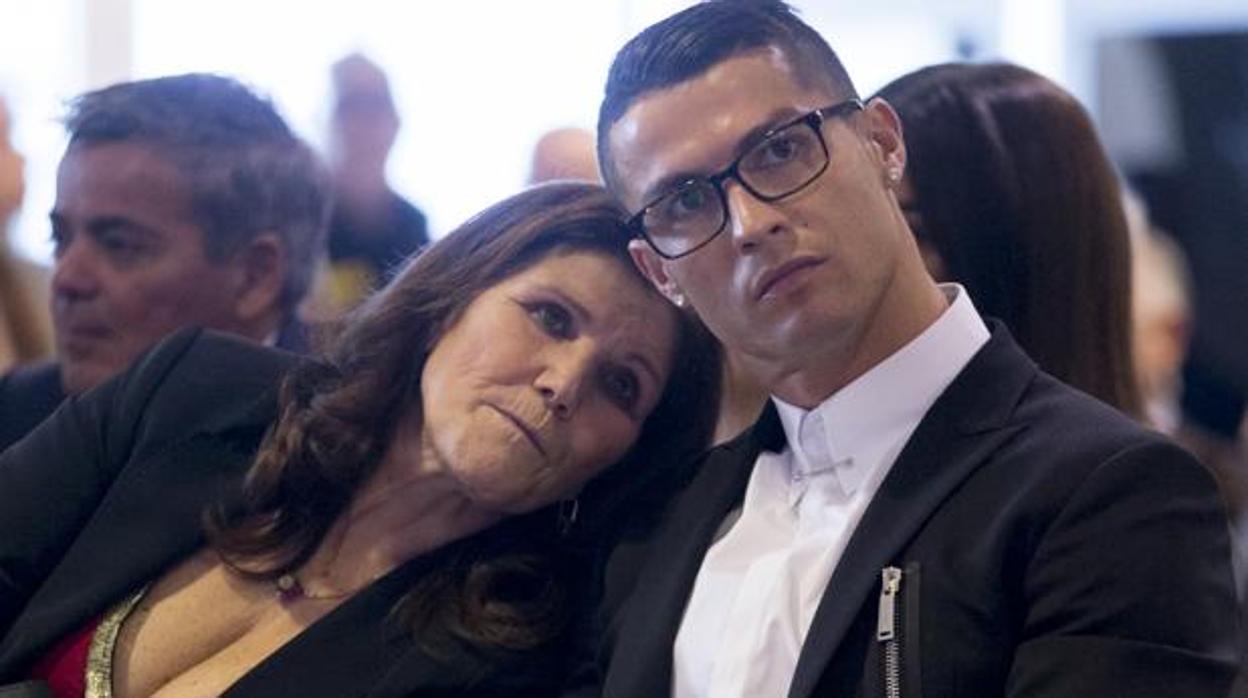 La madre de Cristiano Ronaldo confiesa que padece un segundo cáncer de mama: «Lucho por mi vida»