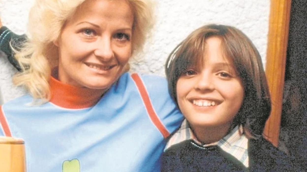 Un amigo íntimo de la familia explica su teoría sobre la misteriosa desaparición de la madre de Luis Miguel