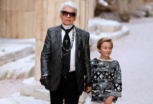 Hudson Kroening es hijo del modelo Brad Kroening, al que Lagerfeld consideró como su familia