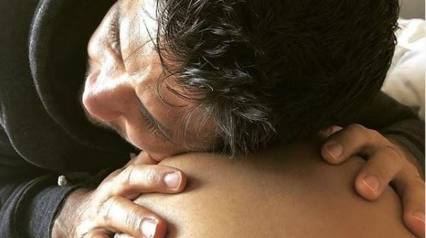 Fernando Verdasco abraza la tripa de embarazada de su mujer, Ana Boyer