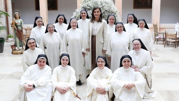 La Reina, entre las monjas de Lerma y la misa de Palma