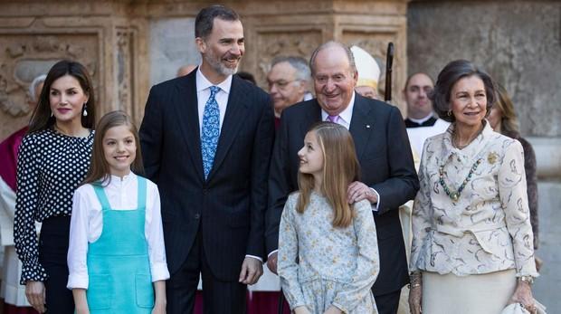 La misa de Pascua reúne de nuevo en Palma a los Reyes, sus hijas y Doña Sofía