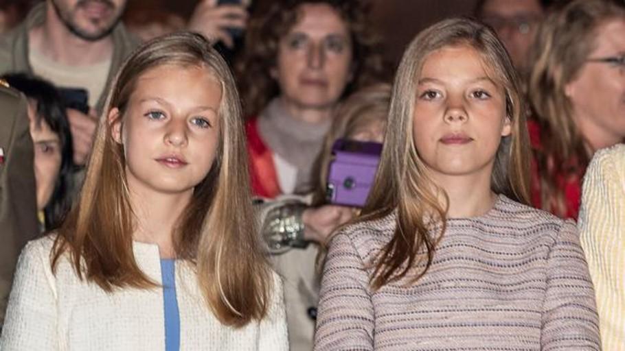 Los estilismos de Leonor y Sofía encandilan a la prensa internacional