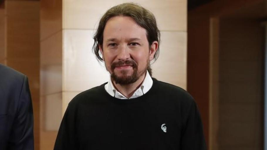 Pablo Iglesias recupera el jersey «con mensaje» del debate electoral