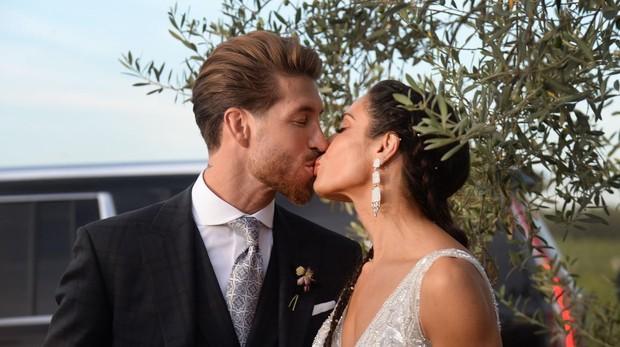 Sergio Ramos y Pilar Rubio ponen fin a catorce horas de boda con una capea