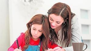 Los padres no deben ayudar a los hijos a hacer los deberes escolares