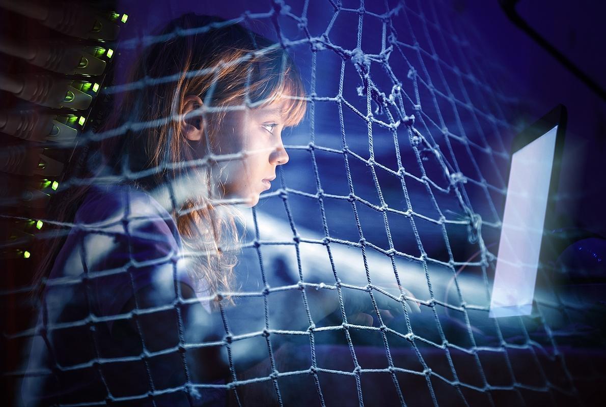 ¿Hasta dónde puede llegar un padre en vigilar a su hijo en las redes sociales o en su WhatsApp?