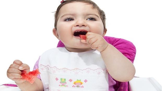 Los pediatras recomiendan el «Baby Led Weaning», el método alternativo a la cuchara