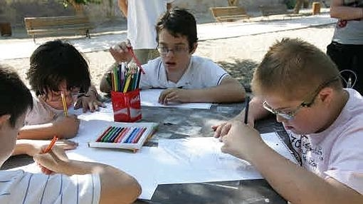 Los niños con síndrome de Down neceesitan el apoyo de sus hermanos.
